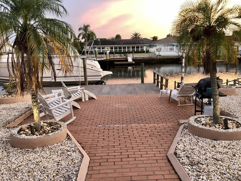 Mermaid's Cove - Beautiful home! Waterfront, deep canal, dock usage,Gulf access!, alquiler de vacaciones en New Port Richey
