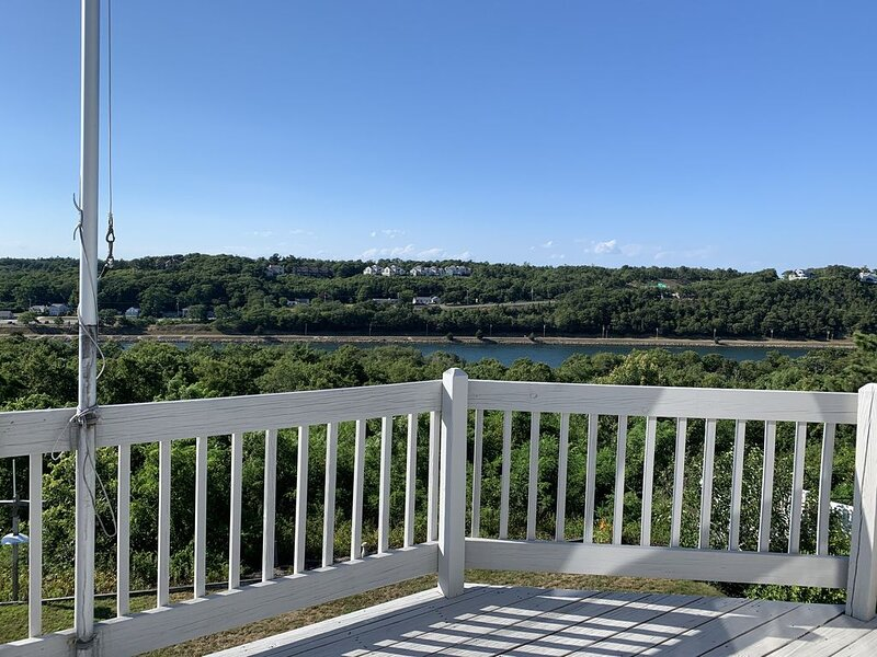 Great contemporary design, Great view over Cape Cod Canal, Great location, location de vacances à Buzzards Bay