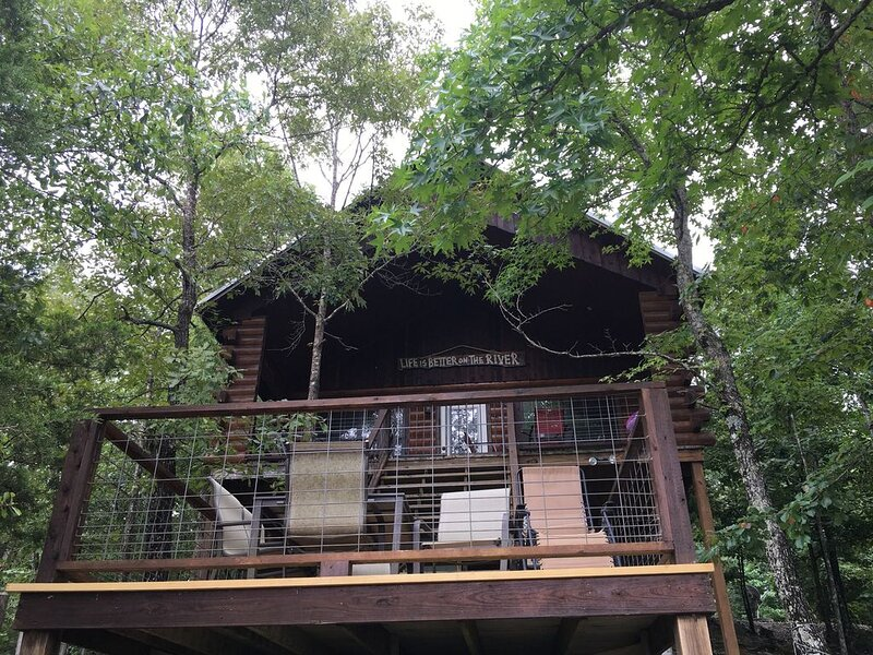 Nichols Hole Cabin above the Caddo River- Float to your cabin!, location de vacances à Norman