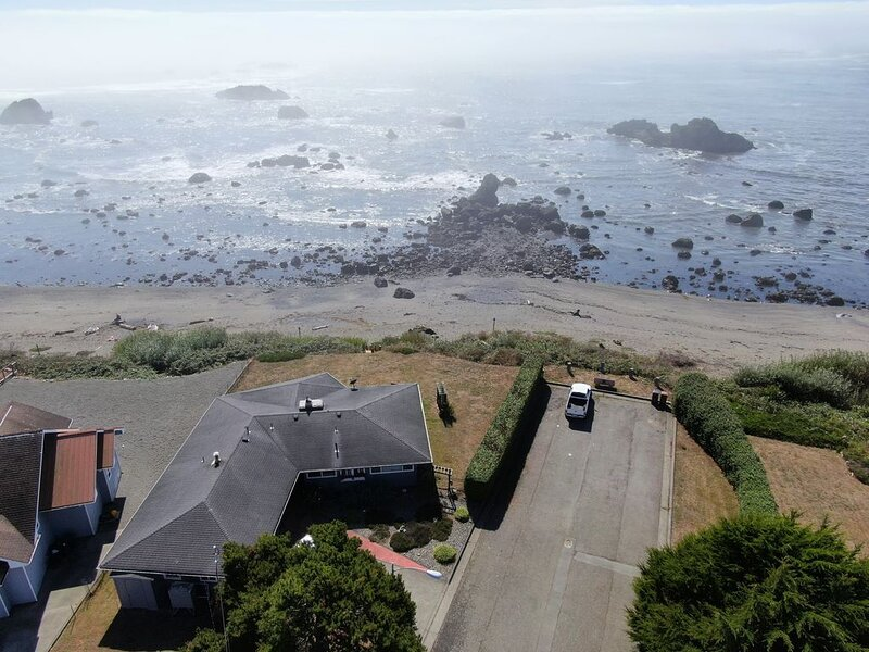 Ocean Front Home with private beach access.  Breathtaking., holiday rental in Hiouchi