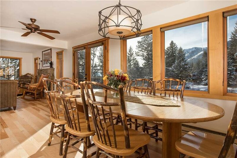RMR: Fabulous Private Home w/ Hot Tub, Views, alquiler de vacaciones en Teton Village