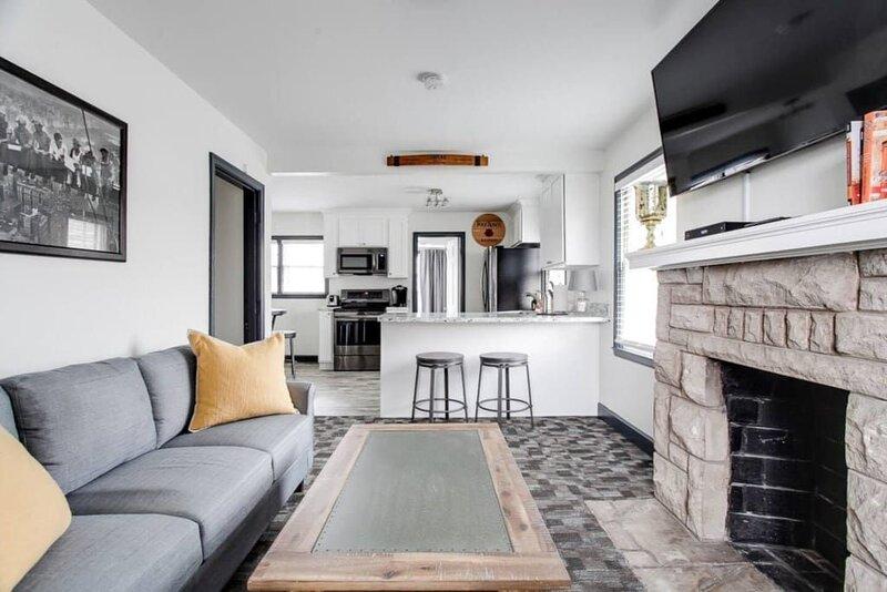 Large Duplex | Great For Groups | Suburban Life, location de vacances à Saint Matthews