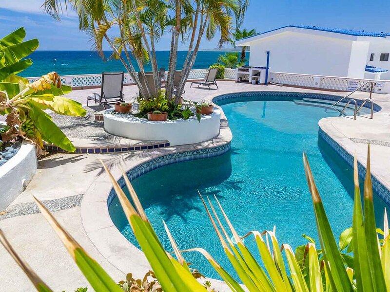 Beachfront Villa, walk to town, amazing views & safe swimmable beach. - 2 Bdrm, aluguéis de temporada em Los Barriles
