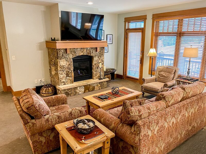 Ski-In/Ski-Out, 2-Bedroom Condo with Spectacular, Up-Close Ski Slope Views, holiday rental in Keystone