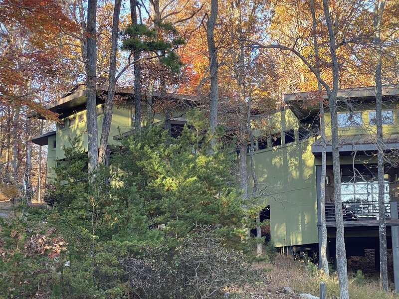 Coolest House On SML!, holiday rental in Huddleston