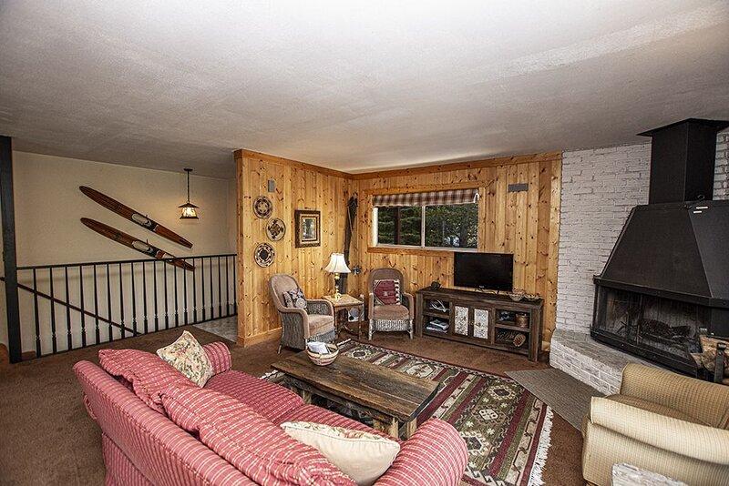 Goetzl: 3 BR / 2 BA house/cabin in Tahoma, Sleeps 8, vacation rental in Tahoma