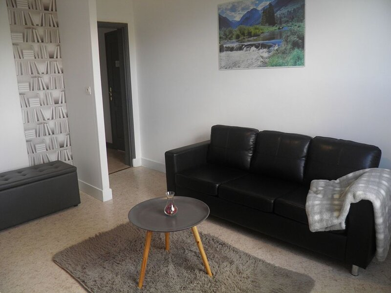 Appartement 54m², classé 3 étoiles, 2ème étage-  jardin et vue sur le château, holiday rental in Saint-Diery