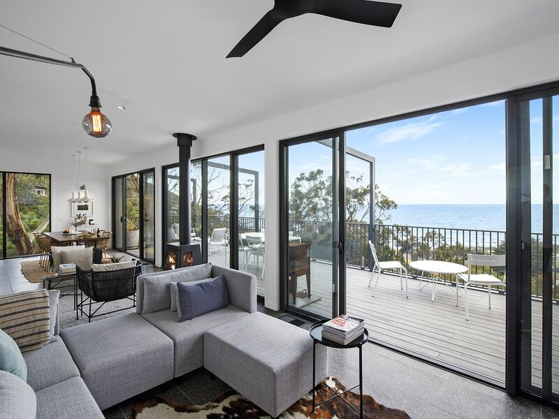 Months & Seasons - Brand New Beach House - Stunning Views!, casa vacanza a Forrest