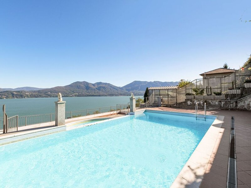 Residential complex with panoramic views and pool, holiday rental in Barbe Superiore