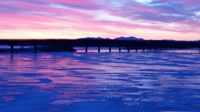Year-Round: Amazing Sunrises, 150ft Shore, Private Boat Launch, Fishing Hotspot!, holiday rental in Champlain