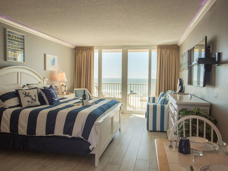Unit 413 - Picture Perfect 4th Floor Beachfront Stateroom. Elegant Accommodation, vacation rental in Treasure Island