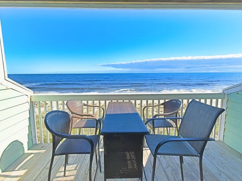 Oceanfront Condo with 2 decks! Enjoy the Indoor heated pool and outdoor pools, vacation rental in Kure Beach