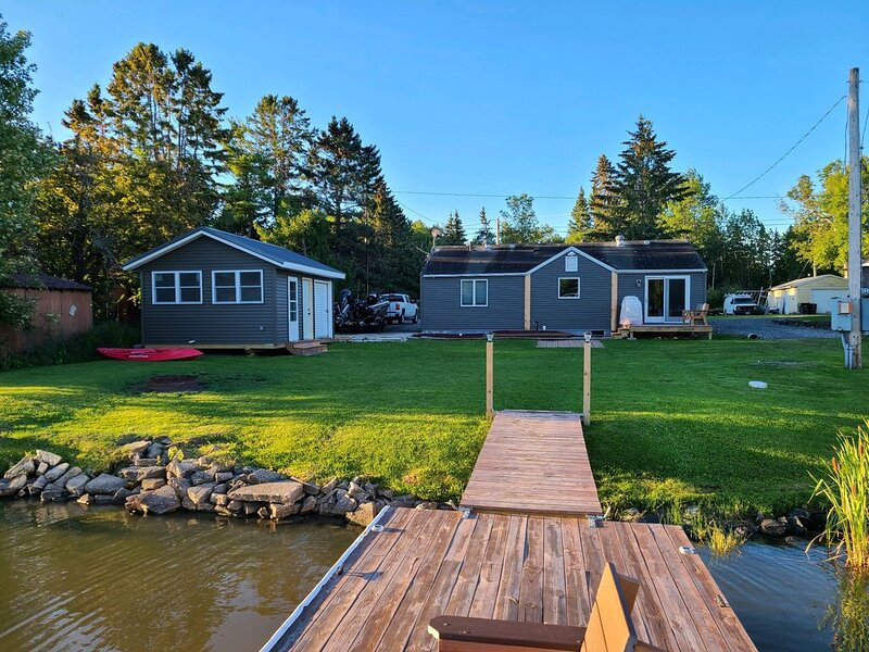 Rainy Lake Outpost on the shoreline of beautiful Rainy Lake, holiday rental in Fort Frances