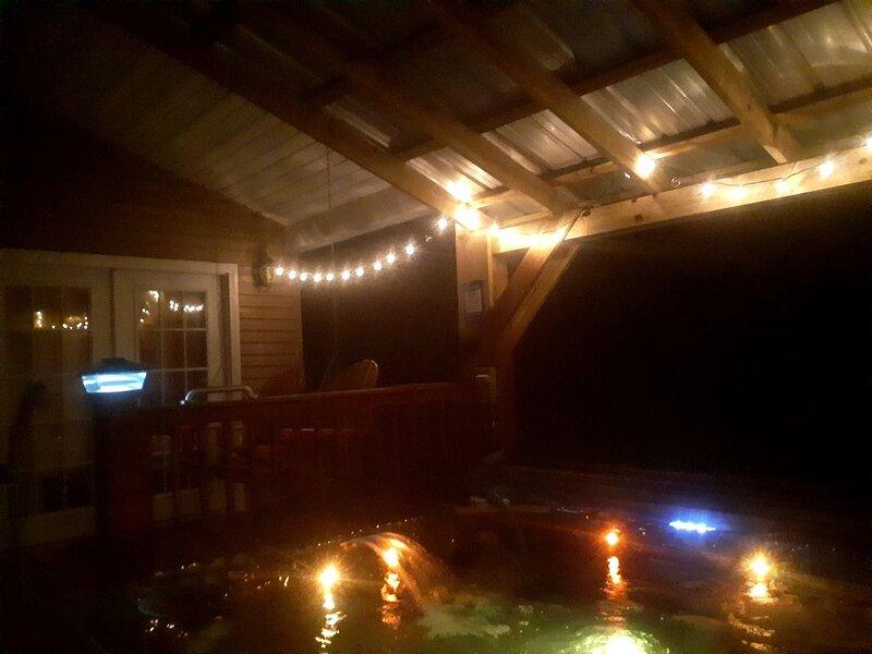 Private Creekside Cabin Retreat on Shoals Creek, location de vacances à Florence