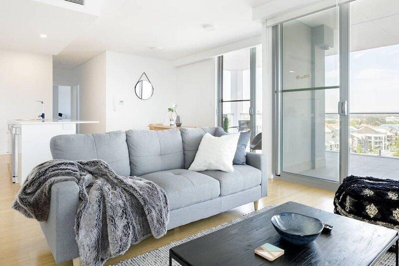 Penthouse Condo with Skyline Vistas & Amazing Night Views, aluguéis de temporada em Perth