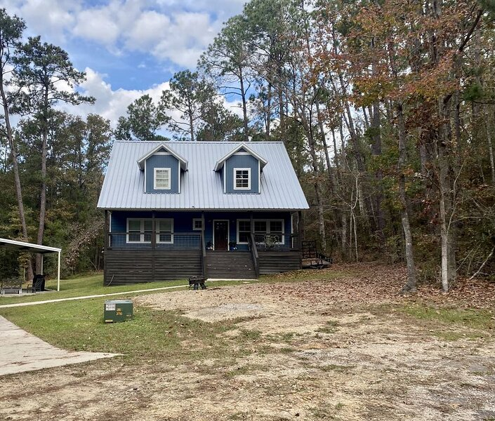 BRAND NEW BEAUTIFUL HOME IN RAYBURN COUNTRY!!, casa vacanza a Bronson