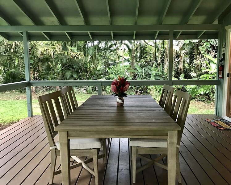 Secluded cottage on Tropical flower farm, Ferienwohnung in Kipahulu