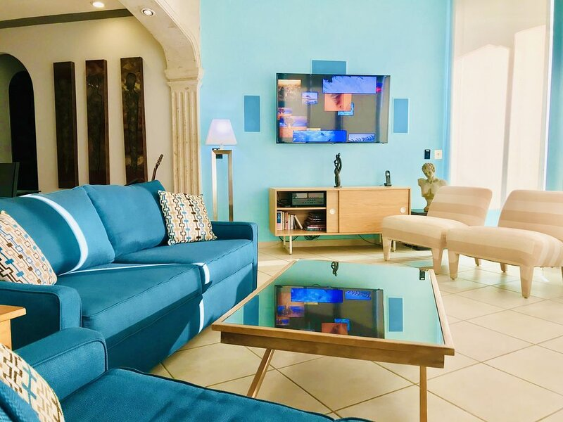 Luxurious Beachfront Condo!! Best location to truly  relax and watch the sunsets, holiday rental in La Choya