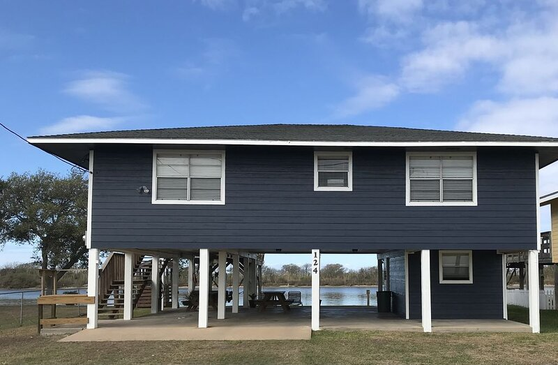 Newly Renovated Waterfront Home *Prime Fishing*, location de vacances à Matagorda