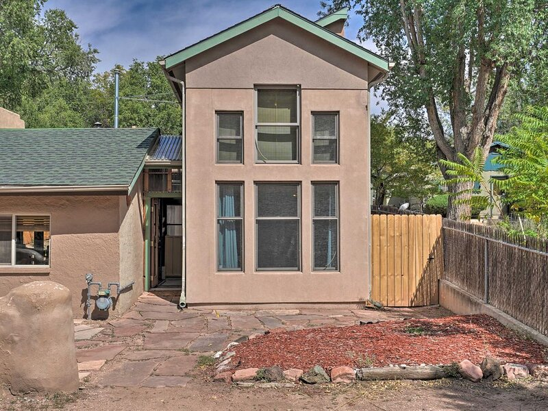 Two story architectural gem located .7 miles from Garden of the Gods., vacation rental in Colorado Springs