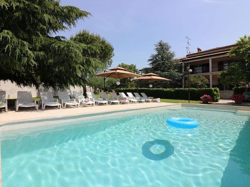 Bungalow mit Swimmingpool und Klimaanlage, location de vacances à Varvari
