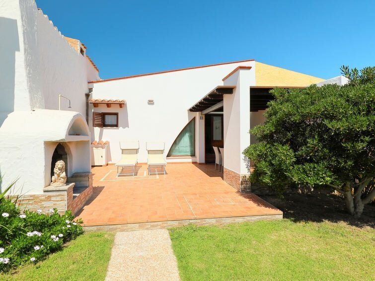 Vacation home VILLA MIRTO MARINO  in Costa Rei, Sardinia - 10 persons, 3 bedroo, vacation rental in Costa Rei