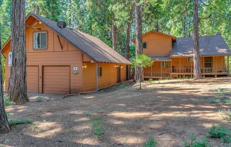 BEARS BUNGALOW: 3BR/2.5BA IN BLUE LAKE SPRINGS WITH BUNK ROOM (4TH BR)/REC ROOM, alquiler de vacaciones en Arnold