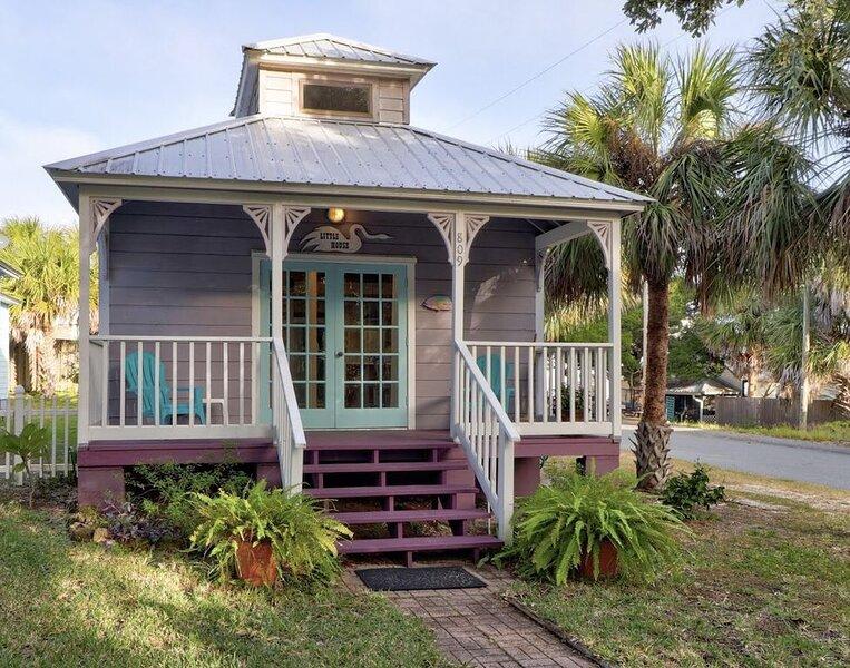 Little House, Cute, Cozy Artist Cottage, holiday rental in Suwannee