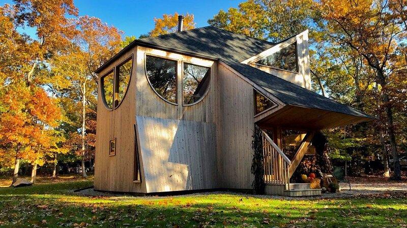 New Listing: Striking contemporary by Andrew Geller, aluguéis de temporada em Springs