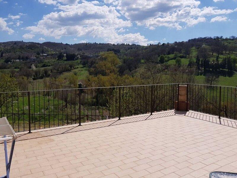 Appartamento con Terrazza Panoramica sul Monte Amiata, holiday rental in Bagnore