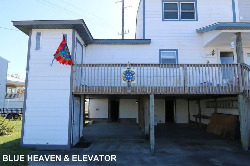 PET FRIENDLY DUPLEX WITH LIFTAVATOR! BOAT SLIP FOR EASY BOATING, holiday rental in Morehead City