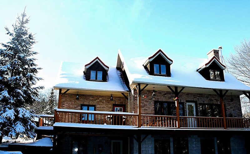 3000 Sq. Ft. Chalet in Muskoka, holiday rental in Minden