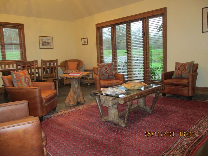 Cottage on private countryside estate  ONLY AVAILABLE WEEKENDS ,good broadband, vacation rental in Rolvenden