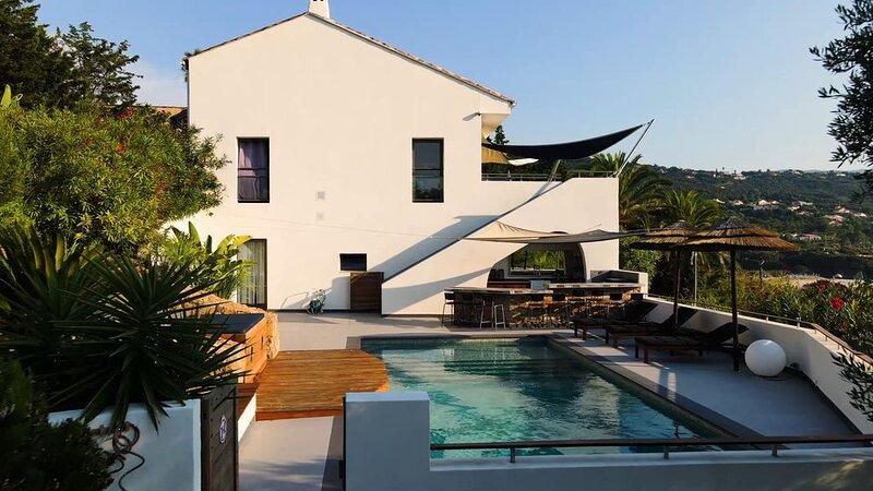 Villa d´architecte, vue mer exceptionnelle, spa, pool house, plage,  piscine, location de vacances à Pietrosella