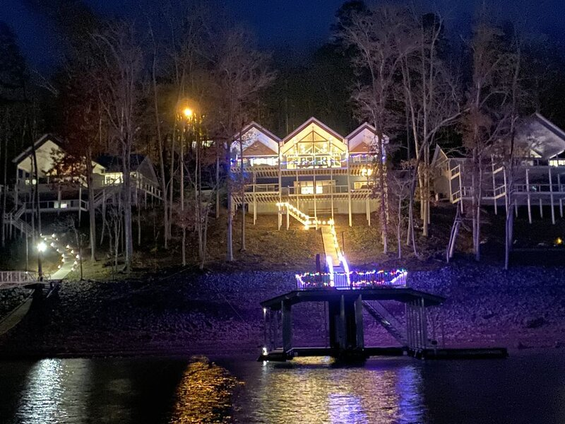 Spectacular NEW CONSTRUCTION 2 Story Dock 2 boat slips and 2 wave runner slips, holiday rental in Caryville