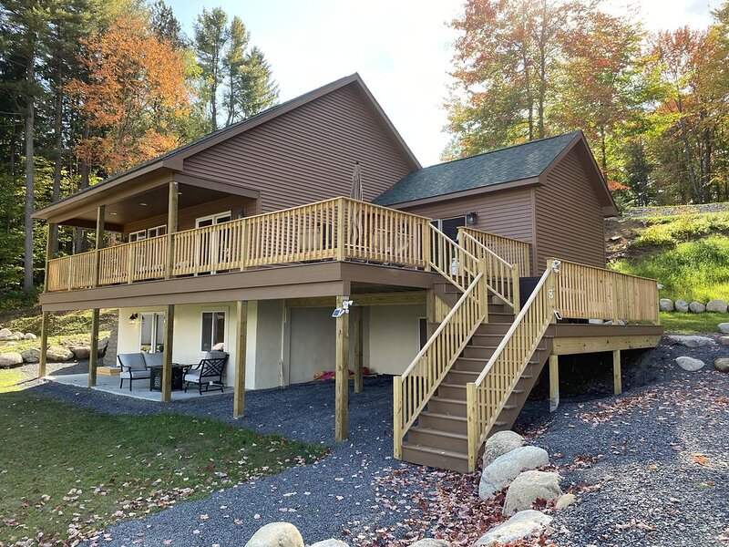 LAKEVIEW CABIN ~ WITH VIEWS/ACCESS TO HINCKLEY LAKE & PRIVATE BEACH – semesterbostad i Woodgate