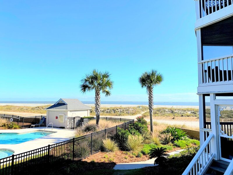 Tidewater I102 - Beautiful Oceanview! First Floor Walkout!, alquiler de vacaciones en Isle of Palms