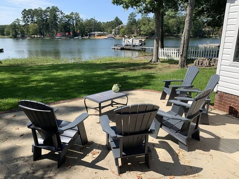 Lake Murray Recently Updated - Huge Views/Private Dock, location de vacances à Seven Oaks
