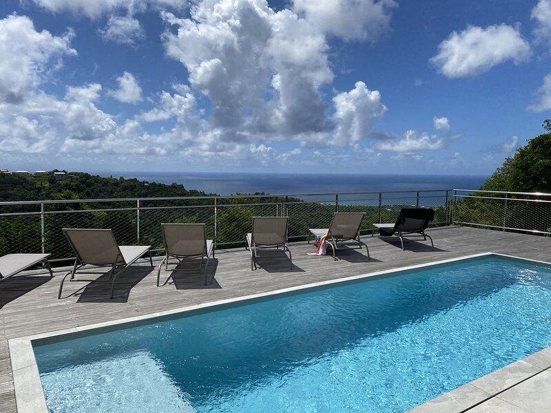 Villa standing avec vue mer exceptionnelle  depuis les hauteurs de Sainte Luce, holiday rental in Sainte-Luce