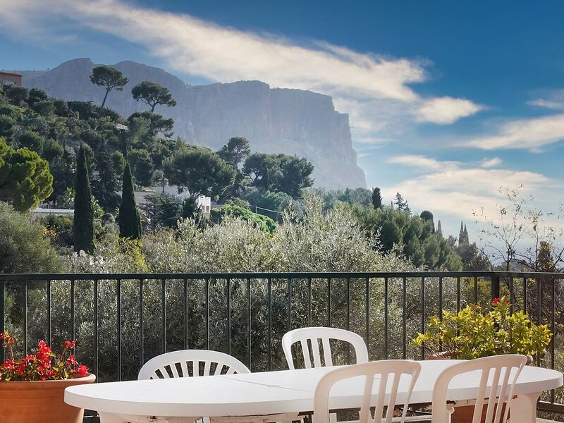 LOU VALAT - Propriété avec vue sur mer 12 pers piscine, jardin et parking, alquiler vacacional en Roquefort-la-Bedoule