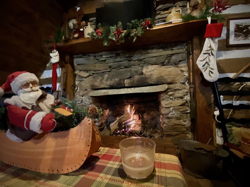 An old fashion rustic cabin Christmas Get-a-Way, aluguéis de temporada em Willis