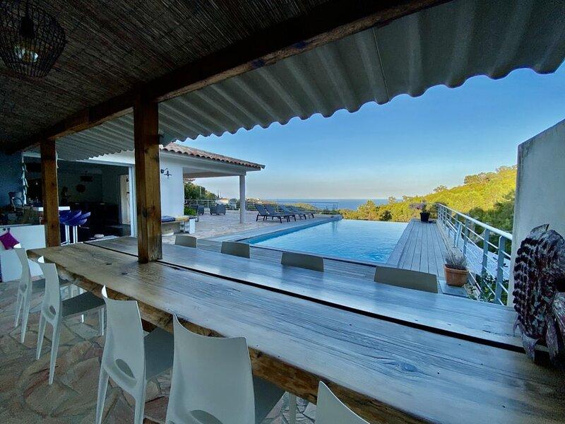Magnifique villa 170m2 - Corse du Sud - Piscine vue mer, alquiler de vacaciones en Solaro