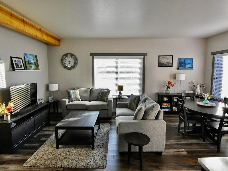 Remodeled condo - Just moments from downtown and the river!, location de vacances à Buena Vista