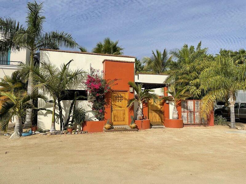 One bedroom casa conveniently located in downtown Los Barilles, aluguéis de temporada em Los Barriles