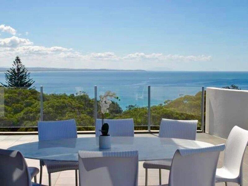 Ocean View Penthouse - 360 deg Stunning Views - North East Aspect, alquiler vacacional en Tuncurry