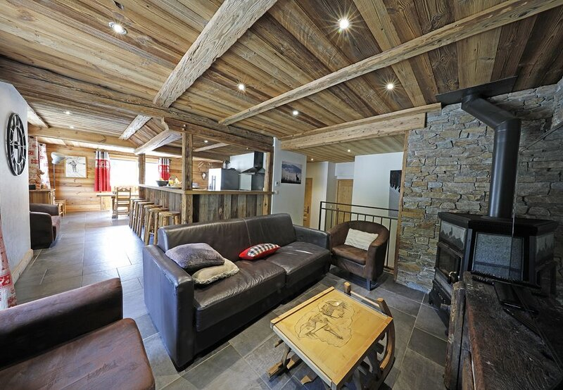 5 * ideally placed to the tracks of the feet in a warm and luxurious, holiday rental in Valloire