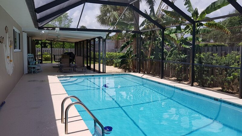 Immaculate beach house with amenities and heated pool!, holiday rental in Palm Shores