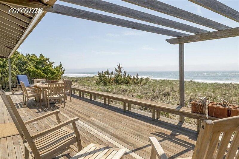 Ocean Front Beach House with beautiful  sandy beach and spectacular views, alquiler vacacional en Amagansett