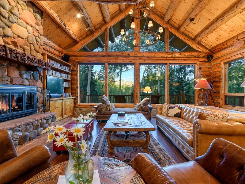 DEER PARK: PRIVATE, SECLUDED  LOG CABIN GETAWAY, casa vacanza a Placerville