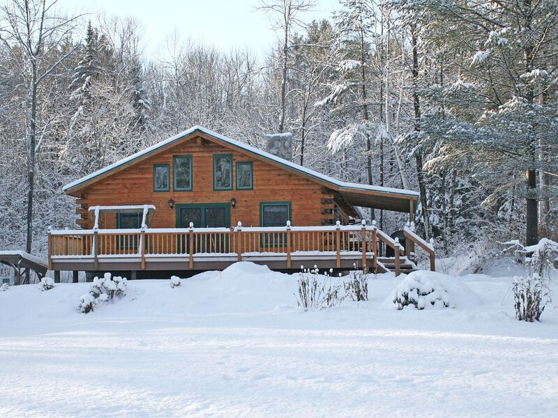 Escape to the North Country - Elegant Log Home, location de vacances à North Haverhill
